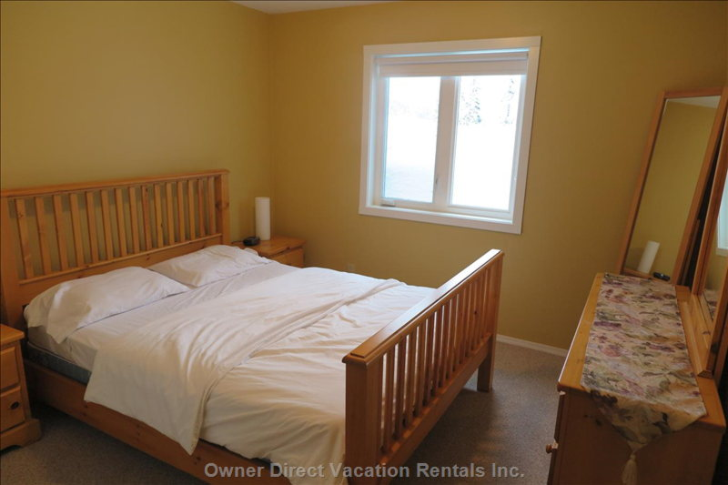 Bright and Spacious 2nd Queen Bedroom with Plenty of Storage, Black out Blinds and Access to Jack and Jill Bathroom