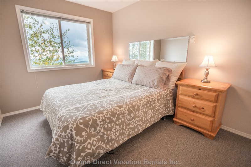 Master Bedroom - Light Filled with Queen Bed and Ensuite Bath. Infinity Views of the Monashee Mountains.