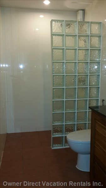 Big Shower Corner.