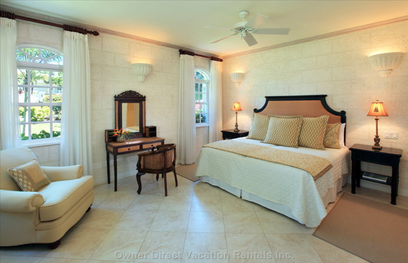 Downstairs Bedroom Suite with Ceiling Fans, Air Conditioning and TV