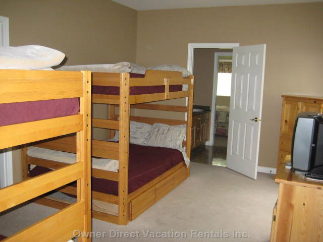 Main House - Bunkroom - this Room has 2 Sets of Double/Double Bunks (4 Double Beds) and a 32&Quot; Lcd TV & DVD Player