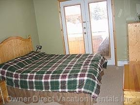 Master Bedroom (Queen Bed) and Doors to Hot Tub.