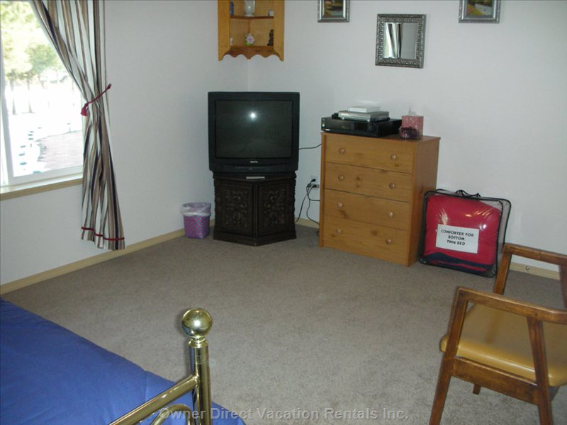 Third Bedroom  - Shows other Part of Room, TV with Childerns Movies on 40 & Quot; T.v.