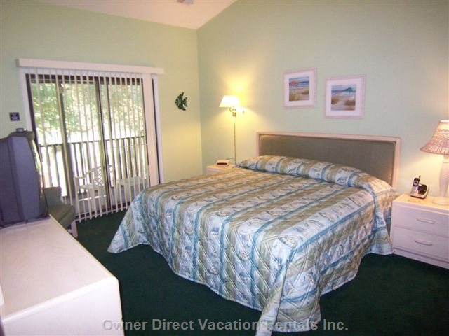 Spacious Bedroom W/ King Bed, Private Bath & Porch Access