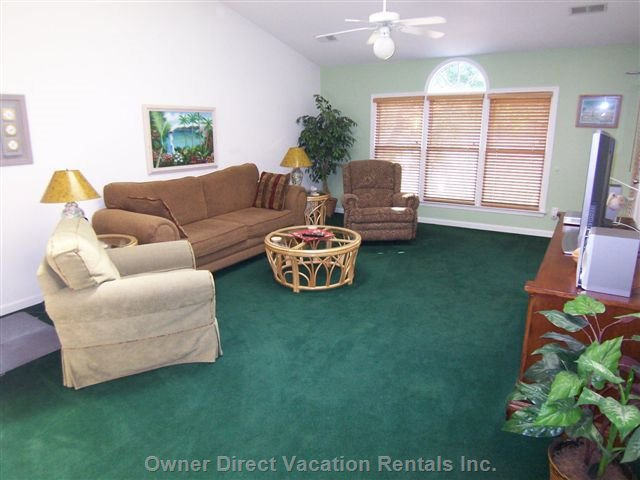 Spacious Living Room with 37 Inch Lcd TV, DVD, Stereo and more