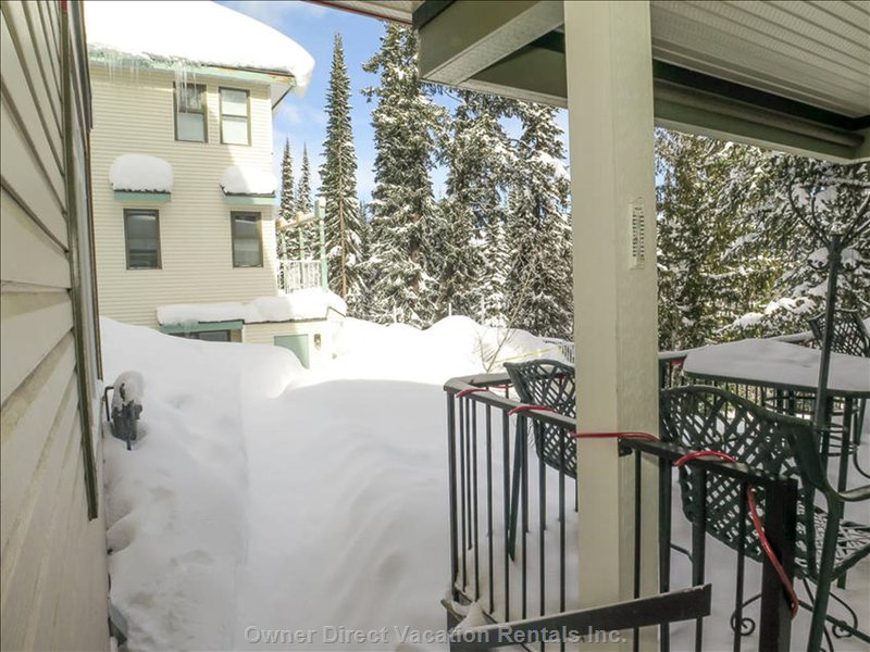 Beautiful Location with Ski to Door Access Makes it Ideal to all Winter/Summer Sport Lovers. Only 5 Min Walk to Silver Star Village!