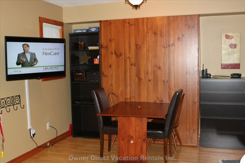 Kitchen Table/Murphy Bed - Smart Tv