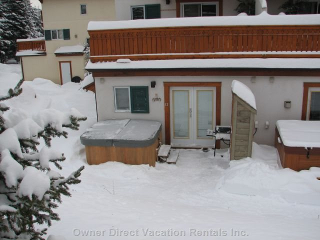 Exterior View in Winter. Ski to the Door!