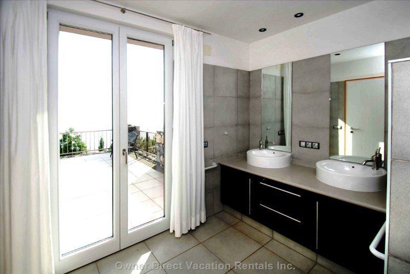 Bathroom with Double Sink, Rain-Shower, Bidet, Wc, Floor Heating