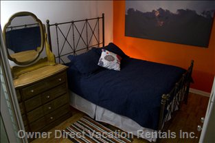 Bedroom with Walk-in Closet - Queen Bed