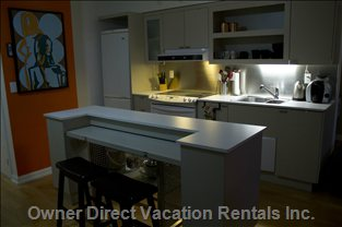 Kitchen with Fridge, Oven, Dishwasher - Center Island Also Turns into a Dining Table for 4 Or 6 People