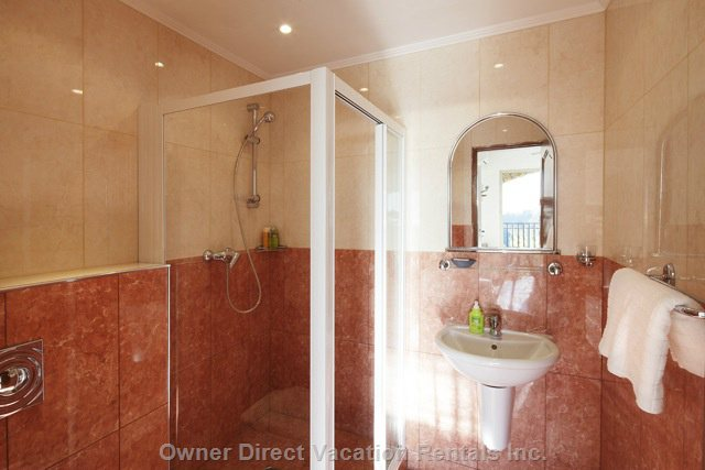 Ensuite Bath- Beige Room