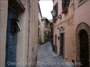 Walk on the Borgo Antico
