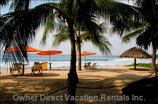 Comfortable Seating Arrangements on Quiet Manzanillo Bay