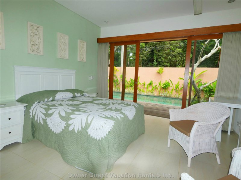 Comfortable Room with Lovely Pool Outlook