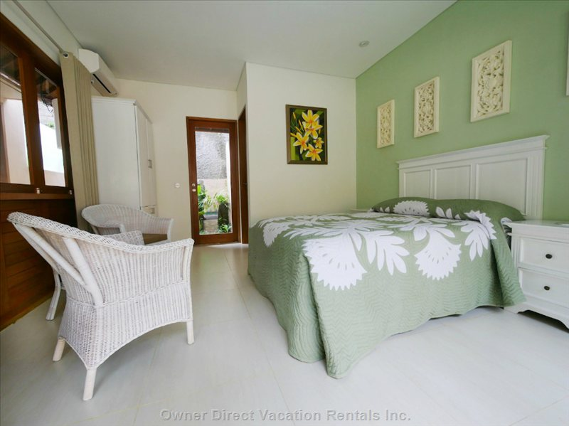 Soft Hues of Green and White Giving Tranquil Surrounds