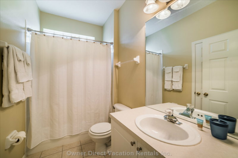 Very Clean Bath with Combo Tub/Shower.