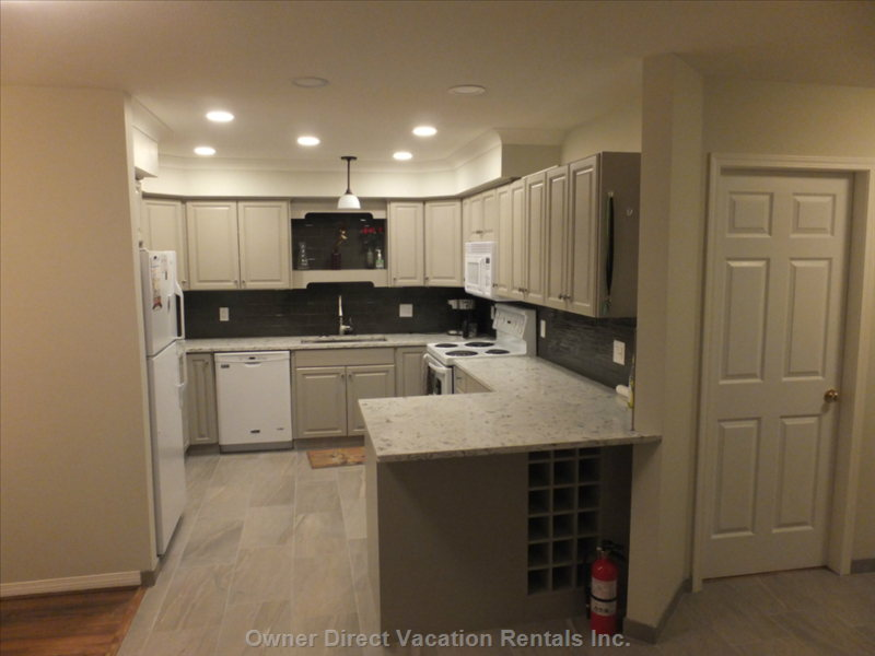 Large Kitchen W/ Quartz Countertops, Wine Fridge and Freshly Renovated