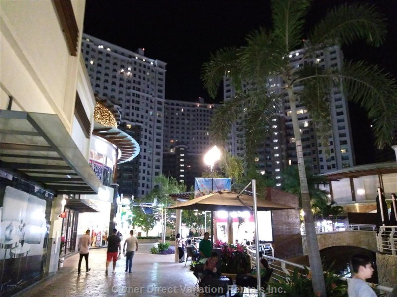 Luxurious La Isla Mall on Steps from the Complex