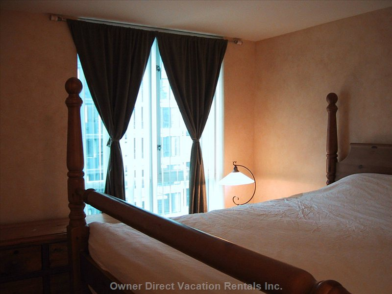 Master Bedroom - Large King Size Bed and Black out Blinds