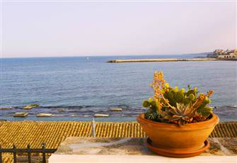 Apartment with a Veranda Overlooking the Sea- Appartamento Con Veranda Vista Mar
