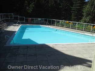 Large Outdoor Pool (Open May-Oct)