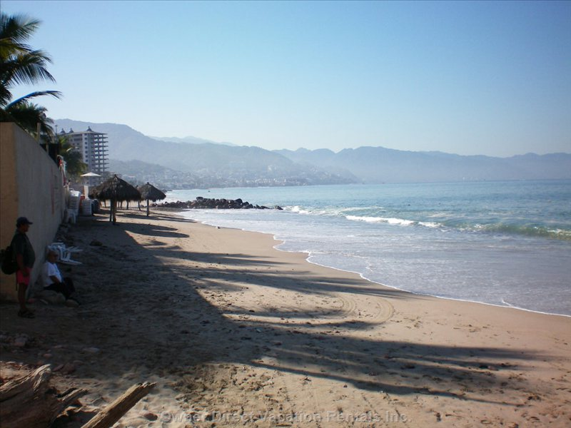 Las Glorias Beach (Closest Beach, 1/2 Block)