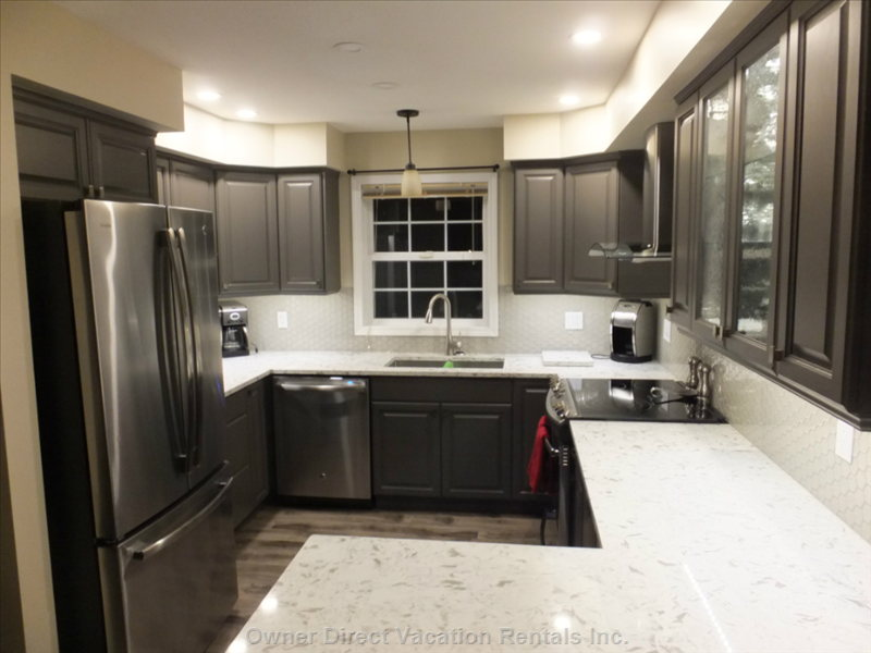 Updated Kitchen W/ Wine Fridge and Stainless Appliances
