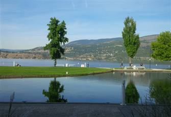 2 Bedroom&Den Beachfront Townhouse in Downtown Kelowna-Sunset Waterfront Resort