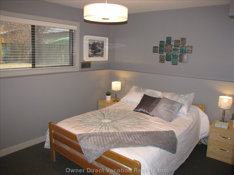 Bedroom 1 - a Comfy Queen Bed with Memory Foam Awaits you!