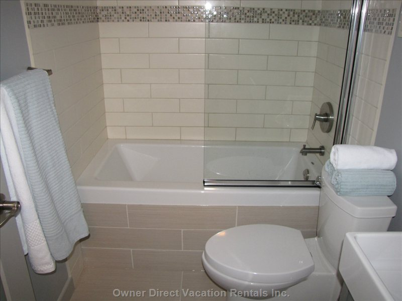 Soaker Tub to Enjoy - after a Day of Hiking, Skiing, Cycling.... Relax in this Soaker Tub.