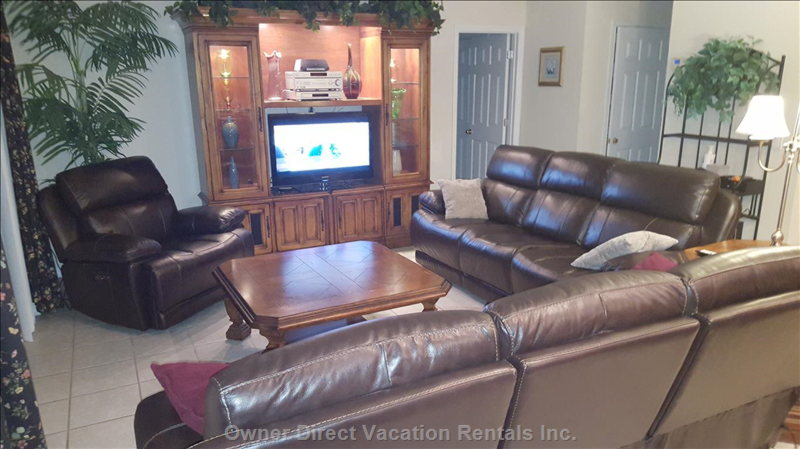 Family Room Furniture Includes 5 Power Recliner Spots