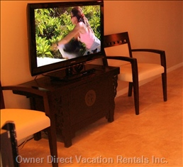 Large Flat Screen Screen Tv with Movies