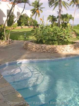 Shared Pool with Island Jacuzzi (Not Heated)