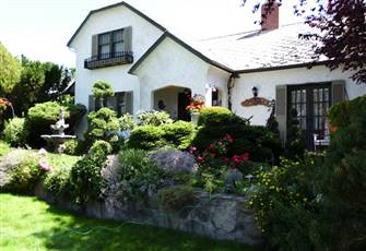 A Jewel in Penticton a Charming 1920 Heritage Luxury Suite with Private Outdoor