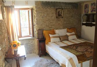 Newly Restored 1 Bedroom Apartment Sleeps 4 in an Old Farmhouse