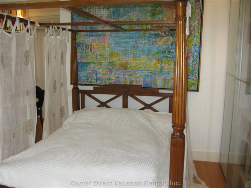 The Quen Size Bed Comes from Bali