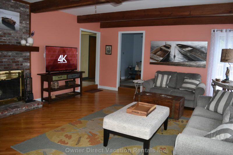 Large Living Room has Plenty of Seating, Lighting, it has a 55 Inch hd Tv with Cable and a Ceiling Fan. It is Fully Air Conditioned.