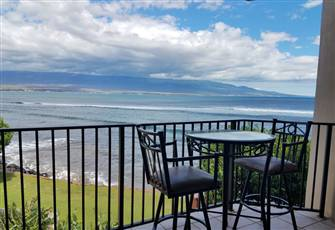 Dinner for 2 Oceanfront on your Lanai!
