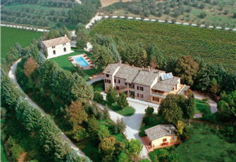 Chalet Apt in a Hiltop Close to Perugia-Gubbio and Assisi with Panoramic Pool