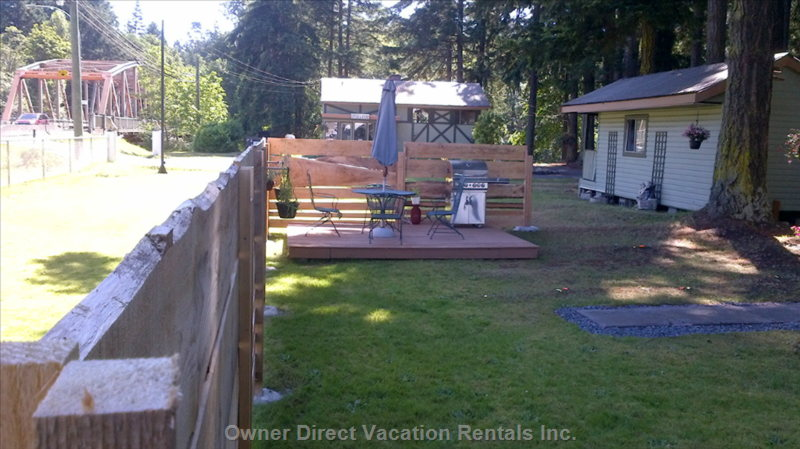 Fenced Yard with Deck and Large Bbq + Patio Set