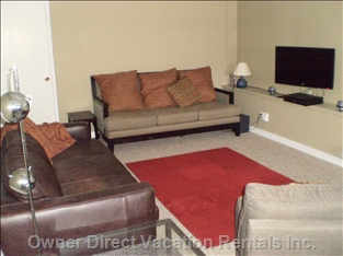 Bright and Comfortable Livingroom with Lcd TV, Stereo and Internet