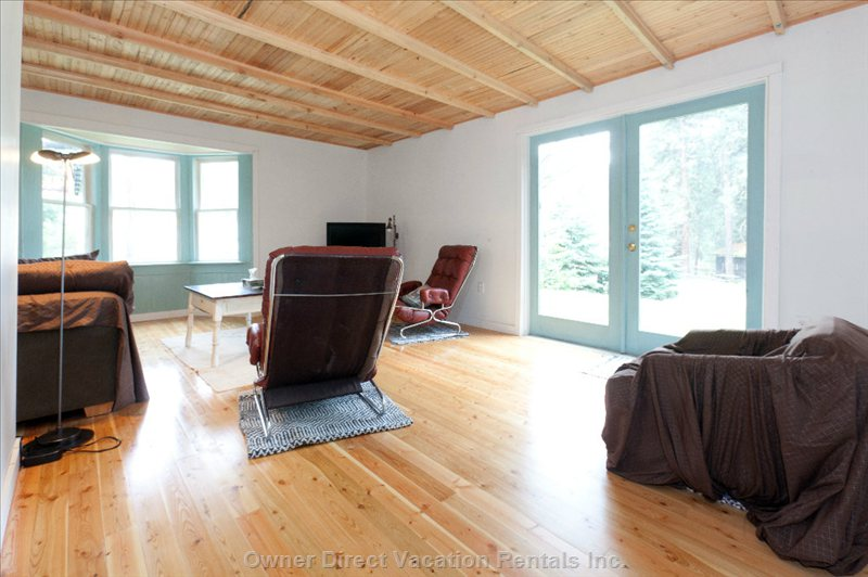 Hardwood Floor in the Living Room