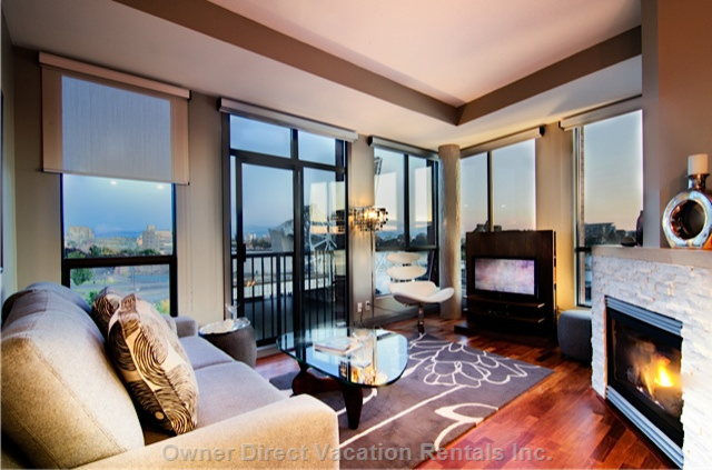 Living Room Looking South At Inner Harbour