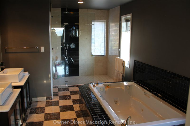 Ensuite Bath - Mbr and Adjacent Toilet