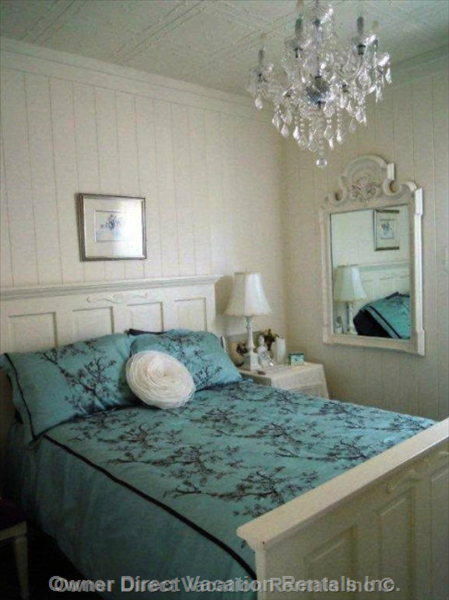 Main Bedroom - Queen-size Bed