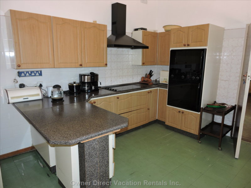 Large Kitchen with Freezer, Fridge, Hob, Top Oven, Thermo Oven, Extractor, Kettle, Toaster, Coffee Machine.