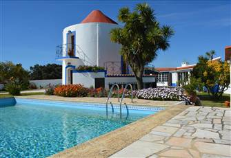 Windmill with Pool & Annex Set in an Attractive 1000 m2 Walled Garden.