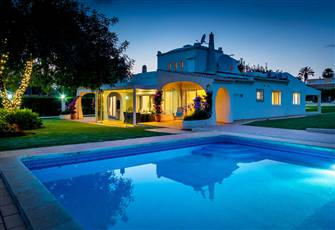 Luxury Villa in Vilamoura , Algarve, Portugal, 4 bedroom (2 ensuite) and 3 bath