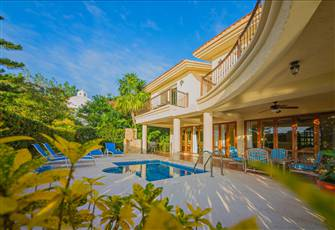 Lovely Villa with Private Pool and Yard within Gated Community.